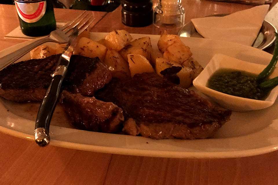 Mediterrane Fleischgerichte im Cafe Jacques
